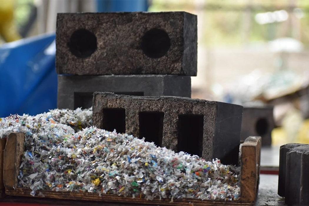 GẠCH được làm từ Cát Tái Chế và Rác Thải Nhựa 03